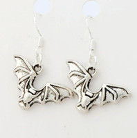 bats fly - 32 x23 mm Antique Silver Flying Bat Animal Earrings Silver Fish Ear Hook Chandelier E979