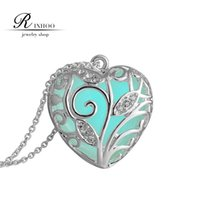 Wholesale 2015 hot sales New Valentines Day blue Glowing Heart Necklace glow in the Dark fairy Magical glow in the Darks Necklaces