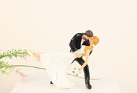 Wholesale Kiss On The Cake Bride And Groom Wedding Cake toppers Topper Resin Craft Cake Decoration