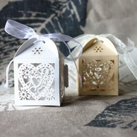 Wholesale Creative Favor Holders hollow out loving heart Sweet box Wedding Supplies wedding celebration Candy Paper box