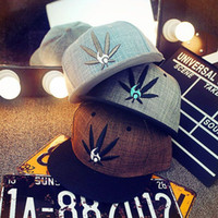 Wholesale Fashion Embroidery Maple Leaf Snapback Snapback Hats For Men Women Cotton Unkut Swag Hip Hop Fitted Hats WD