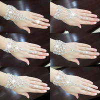 Wholesale Crystal Bridal Bracelet Ring Hand Chain Shining Swarovski Element Rhinestone Wedding Jewelry Customized Korean Style Bracelet Ring Styles