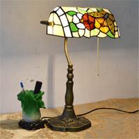 E27 No AC European Style Garden Arts Butterfly Flower Table Lamp Vintage Table Lamp Living Room Bars Tiffany Light Bedroom Study Room Glass Desk Lamp