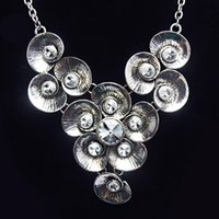 Cheap Vintage Silver Crystal Flower Statment Necklaces Imitation Diamond Collar Necklaces & Pendants for Women Party Dress nke-m02
