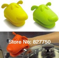 Wholesale 2pcs Animal Dog Doggie Design Pliable Silicone Pot Holder Silicone Glove Oven Mitt