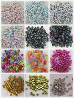 al por mayor cordón de telares-2015 nuevo 500pcs estilos banda de telar 6 * 6 mm de color multi con el alfabeto negro Pony Beads carta granos Cube forma de granos para pulsera de banda de telar