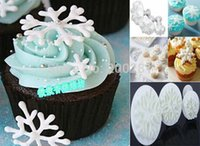 Wholesale 3Pcs set White Snowflake Fondant Cake Decorating Sugar Arts Set Cake Fondant Decorating Mold Cutter Bakeware Tools