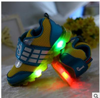 Wholesale children shoes new LED flashing shoes for children boys and girls breathable mesh casual shoes kids shoes with light
