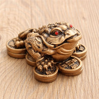 Wholesale Luck Gift Feng Shui Small Three Legged Money for Frog Fortune Toad Chinese Coin Metal Craft Home Decor Bronze and Mahogany Color