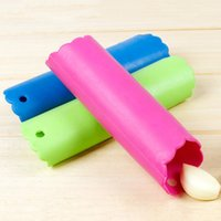 Wholesale Hot Sale Household Magic Silicone Garlic Peeler Peel Easy Useful Kitchen Gadgets Cooking Tool Random Color JE0198 salebags