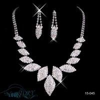 al por mayor conjuntos de quinceañera-Collar de joyería de diamantes de imitación real de imitación de la imagen de la langosta de fiesta de baile de bodas 2015 Quinceanera vestido de pendientes de collar 15045