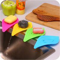 Wholesale New Multifunctional Leaves Slip resistant Circle Belt Water Soap Box Soap Box Kitchen Sink Cleaning Sponge Holder
