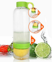 Wholesale Water Bottles for Lovers Citrus Zinger Fruit Infusion Infuser Water Bottle with Citrus Juicer Lemon Cup Christmas Gift with Retail Box