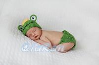 Cheap Free shipping Cute Tiara frog Handmade Crochet Baby Hat and Shorts Newborn Photography Props Baby Animal Costume Set
