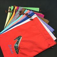 al por mayor extremos de la tela-Reutilizable Drawstring Satin Viaje Zapatos Bolsa Bolsa de almacenamiento de polvo bolsas de bordado Talones de gama alta cubierta de protección de tela con alinea Venta al por mayor
