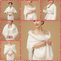 Faux fur jackets Цены-В Наличии Дешевые Искусственного Меха Люкс Свадебный Обертывания Мыса Пальто Куртки Для Зимней Свадьбы Белый Платок Невесты Аксессуары Невесты Партии 2016