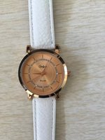 Wholesale New Fashion Hot Sale Luxury Design White Women Quartz Wrist Watch with Analog Display Leather Strap