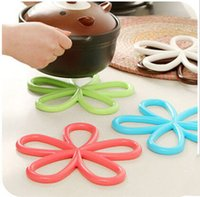 Wholesale 10pc Beautiful Plum Flower Shape Mat and Pats Useful and Convenient of Kitchen Tool Heat proof Mats with Color Random Delivery