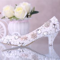 Wholesale Luxury Rhinestone Beaded Bridal Shoes Pearl Pure Color Pointed Toe Bridal Heels Walking Comfortable Kitten Heel Prom Shoe