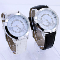 achat en gros de poignet suivi de la montre-Le nouveau Mode de Papillon Bracelet en Cuir Cadran Bling Quartz Dame Femme Montre-bracelet en Noir et Blanc de l'ordre de 15$sans suivi