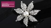 Wholesale Exquisite rhinestones pearl flower brooch fashion new corsage hot selling YL