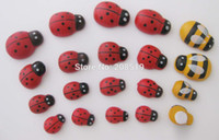 Wholesale Assorted sizes Glued Red Ladybird and Yellow Bee Flatback wood Crafts Beads For Home Decoration scrapbooking sticker