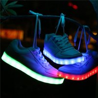 Wholesale new casual Skate board sneakers Women shoes large size LED Luminous shoes flat shoes Sports shoes Sneakers white color