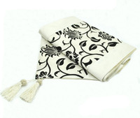 Wholesale 78 quot x quot Table runner cloth decorated wedding damask Flocked Raised Flower Blossom