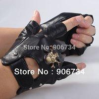 Wholesale Men s Motorcycle Gloves Sheepskin Leather Fingerless Half Gloves Skull Studs Fingerless Black Cowhide Leather Gloves