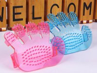 Wholesale Palm shaped crystal finger pet dog a bath brush massage bath brush pet beauty brush small dogs and cats