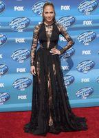 american trains - 2015 Zuhair Murad JEnnifer Lopez On American Idol Grand Finale Show Wear Black Jewel Long Sleeve Lace With Chiffon Red Carpet Dresses
