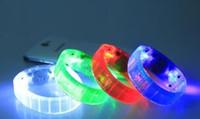 Acheter Discothèque clignotant conduit-200pcs Nouvelle voix activée de contrôle du son Led clignotant Bracelet Bracelet Wristband pour Night Club Activité Party Bar Disco