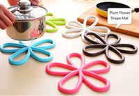 Wholesale 2015 Beautiful Plum Flower Shape Mat and Pats Useful and Convenient of Kitchen Tool Heat proof Mats with Color Random Delivery