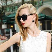 fashion plastic sunglasses - 2015 Fashion Women Retro Square Sunglasses Plastic Frame Eyeglasses Classic Designer SunGlasses