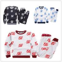 Emojis roupas Preços-2015 New 100 emoji calça joggers + sweatshirt 2 peças conjuntos branco / preto para mulheres / menina sweatpant calças cartoon vestuário roupas