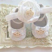 Revisiones Bandas para la cabeza de encaje blanco para bebés-Zapatos blancos del cordón del bebé de la venda de la flor de la roseta del satén con el sistema de la corona Bautizo bautizo del pesebre calza los zapatos recién nacidos zapatos de la princesa