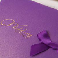 Nouveau Populaire pourpre ou de mariage d'or Invitations de papier gratuit d'impression Laser Invitation de mariage de coupe Bow Avec Livraison gratuite Cartes de mariage
