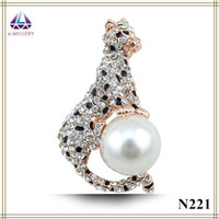 american cheetah - Fashion Jewelry Real Gold Plating Cheetah Shape Brooch With Big Pearl Hot Sale