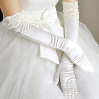 Wholesale Stunning Low Price Bridal Accessories Bridal Gloves Wrist Length Glove With Finger Flower Classy Fabric White Color With Pearls