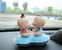 Wholesale New Arrival Car Accessories Interior Solar Kiss Baby Dancing Bobblehead Doll Toys Color Available