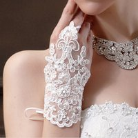 Wholesale New Arrival Bridal Gloves Luxury Lace Flower Glove Hollow Wedding Dress Accessories White Bridal Gloves