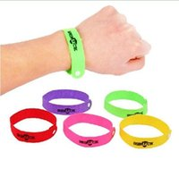 Wholesale 1000pcs Eco Friendly Mixed Colors Genuine Camping Bangle Lock on Bugs Mosquito Wrist Band Midge Bracelet Green Luck Mosquito Band DY