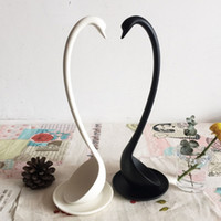Wholesale New Creative gifts elegant beautiful swan cooking tools kitchen ladle Dinn Japanese large round long handle plastic soup spoons white black