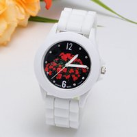 Wholesale New Coming Follow Face Elegance Women Watches Geneva Quartz Girl Women Watches Gift Watches for Women
