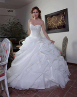bridal gown sweep train - New Arrival Luxury Wedding Dresses White Organza Beach Ball Gown Bridal Gowns with Lace up Back Sweetheart Ruffled Sweep Train Arabic