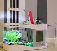 Дешевый Водить танк огни рыбы-Mini USB Desktop Aquarium Электронный мини-аквариум с проточной водой СИД насоса свет календарь Будильник