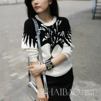 Wholesale Hot new women s autumn and winter red crowned crane print sweater round neck sweater hedging thick coat EG47
