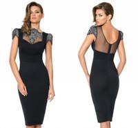 Shining Sequins 2015 Vestidos de cóctel Baina Bateau manga corta Backless rodilla longitud de satén de satén Sexy Little vestido negro vestidos formales
