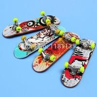 Wholesale 2pcs Finger Skateboards Toy and Multi color Mini Skateboard for Kids