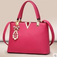 Wholesale 2015 new fashion handbags shoulder diagonal portable V smooth shipping